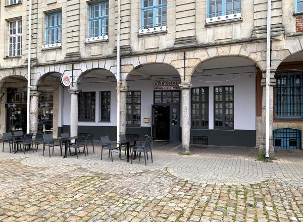 Local commercial à Arras, Place des Héros